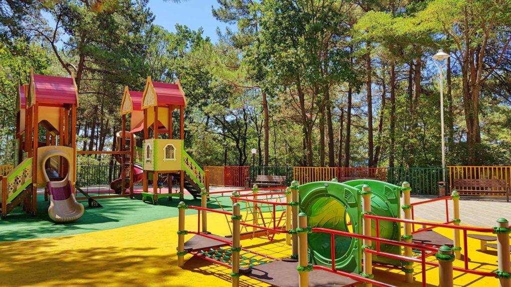 Детская площадка в санатории Зеленая долина