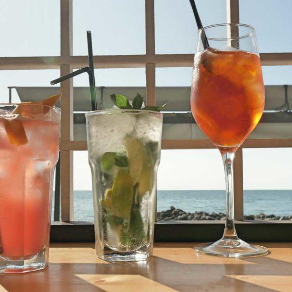 Пляжный бар Santorini